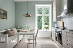 Awesome Scandinavian Dining Room Design Ideas With Swedish Style 35 Green Kitchen Walls, Kitchen Wall Colors, Kitchen Paint, Living Room Kitchen, Kitchen Black, Light Green Kitchen, Living Rooms, Light Green Walls, Green Lights