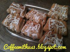 One of my favorite foods is bear claws. They are pastries with an almond flavored filling. They are called bear claws because they resemble bear claws. Bear Claw Recipe, Breakfast Recipes, Dessert Recipes, Breakfast Menu, My Favorite Food, Favorite Recipes, Gooey Cookies, Types Of Desserts, Bear Claws