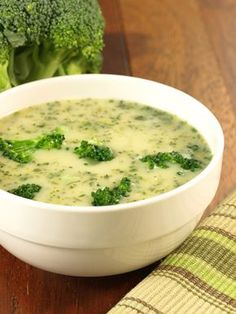 3 SmartPoints Cream of Broccoli Soup – Easy ww points recipes Brocoli Soup, Broccoli Cauliflower Soup, Broccoli Soup Recipes, Cream Of Broccoli Soup, Creamy Cauliflower, Cream Soup, Broccoli Florets, Healthy Broccoli Soup, Dukan Diet Recipes