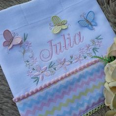 leone lima enxovais @leonelima.enxovais instagram videos photos - Fraldas lindas da Julia ❤ ⠀⠀⠀⠀⠀⠀⠀⠀ 🔗 Para valores Crochet Flower Patterns, Crochet Flowers, Salwar Pants, Embroidered Gifts, Baby Memories, Julia, Burp Cloths, Beautiful Babies, Baby Quilts