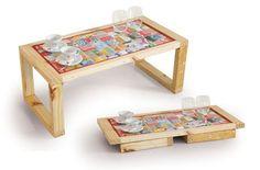 Bandeja para café na cama. Fabricada com palets descartáveis e com joguinho americano de caixinhas Tetra Pak. Medidas: 0,70x0,35x0,29m.