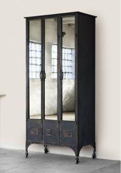 Add mirrors to locker doors / ARATORP