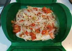 Merluza con tomate y orégano (Lékué) Boricua Recipes, Food Humor, Tupperware, Cabbage, Food And Drink, Healthy Recipes, Healthy Food, Lunch, Meat