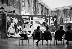 Picasso's Guernica at the Palazzo Reale of Milano, photography by René Burri, in Milan, Italy. - Picasso's Guernica at the Palazzo Reale of Milano,. Pablo Picasso, Picasso Guernica, Picasso Pictures, Foto Madrid, Old Photography, Colour Photography, Spanish Painters, Magnum Photos, Les Oeuvres
