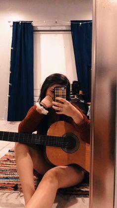 Music Aesthetic, Summer Aesthetic, Retro Aesthetic, Aesthetic Girl, Guitar Photography, Fashion Photography Poses, Story Instagram, Foto Instagram, Guitar Girl