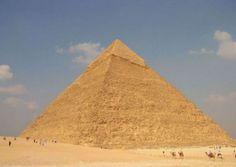 金字塔的建造一直是世界未解之謎,在科技和建築業都不發達的古代,埃及人民能夠建成金字塔真的太神奇了。
