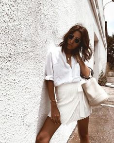Woman All White Outfits Minimalistisches Outfit Timeless Black and White Outfits Outfits Nachstylen, White Outfits, Trendy Outfits, Fashion Outfits, Womens Fashion, Woman Outfits, Fashion Clothes, Fashion Jewelry, White Shorts Outfit Summer