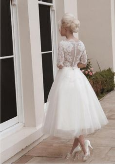 Short Lace Ball Gown Wedding Dresses Boat Neckline Half Sleeves Button Back Belt Mid-calf Tulle Bridal Gowns