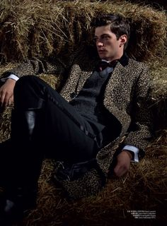 [Fashion Editorial] Le cavalier chic de GQ China [Fashion Editorial] Matthew Bell by Kate Orne for G Men's Equestrian, Equestrian Outfits, Equestrian Fashion, China Fashion, Dark Fashion, Fashion Boots, Fashion Hair, Fashion Outfits, Fashion Pics