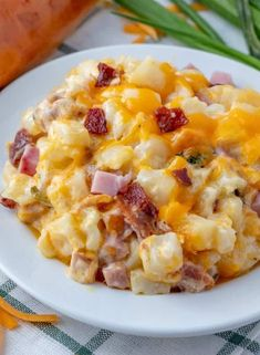 Ham & Bacon Cheesy Potatoes - The Perfect Cheesy Side Dish!Hearty, creamy and flavorful these Cheesy Potatoes are filled with bits of ham, crumbled bacon, loads of cheese and is bursting with flavor in each and every Breakfast Meat, Breakfast Dishes, Breakfast Recipes, Breakfast Casserole, Potato Dishes, Potato Recipes, Food Dishes, Diced Ham Recipes, Recipes With Ham