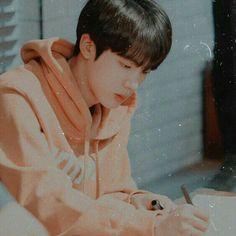 wit - 𝙅𝙞𝙢𝙞𝙣 𝙗𝙚𝙞𝙣𝙜 𝙝𝙞𝙢𝙨𝙚𝙡𝙛 🥰 𝙋𝙏 1 Bts Jin, Jimin, Jin Kim, Bts Bangtan Boy, Seokjin, Namjoon, Taehyung, K Pop, V Chibi