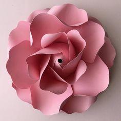 ¡Se trata de un archivo SVG!!!!!! Un archivo para usar en máquinas de corte. No es el archivo para fines de seguimiento y corte. Este listado es para flor pétalos plantilla sólo que viene con el centro del brote de Rose. Crear 6 diferentes tamaños pequeñas rosas con este diseño