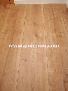 Fusteria ebenisteria Puignou: Fusteria Puignou-Parquet de roble. Hardwood Floors, Flooring, Barcelona, White Baseboards, Oak Tree, Flats, Wood Floor Tiles, Hardwood Floor, Paving Stones