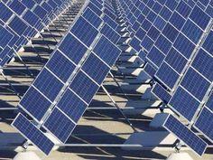 Ministrul Mediului, Grațiela Gavrilescu, a anunțat că programul Casa Verde a fost înlocuit cu altul care prevede alocarea a 100 de milioane de euro pentru montarea de celule fotovoltaice.