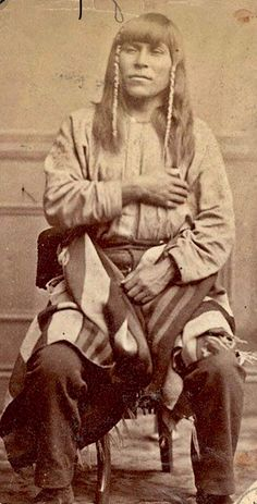 Native American Pictures, Native American Beauty, Indian Pictures, Native American Tribes, Native American History, Native American Photography, Cowboys And Indians, Pictures Of People, Indian Style