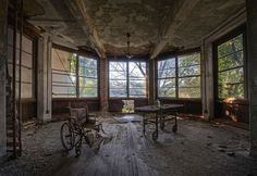20 Iconic Abandoned Buildings of Europe and America