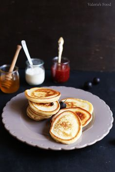 OLADI (CLĂTITE RUSEȘTI) I Rețetă + Video - Valerie's Food Pancakes, Breakfast, Food, Morning Coffee, Essen, Pancake, Meals, Yemek, Eten