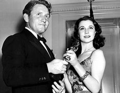 Vivien & Spencer Tracy : A particularly busy year for the Viv. and Laurence  came in 1940. In February, 26-year-old Vivien became the first British woman to win a best actress Oscar (for her portrayal of Scarlett), and on August 28, they received word in Hollywood that both their divorces had been granted back in England – neither had custody of their children. The star-crossed lovers were now free to wed