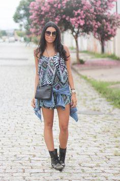 Look: Macaquinho com jaqueta jeans    por GFlores  | Borboletas na carteira       - http://modatrade.com.br/look-macaquinho-com-jaqueta-jeans
