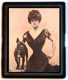 Stage and silent film actress Valeska Suratt as a Gibson Girl. No wonder she isn't smiling. That corset looks painful! Camille Clifford, Old Photos, Vintage Photos, Vintage Corset, Vintage Lingerie, Tiny Waist, Small Waist, Gibson Girl, Gowns