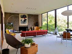 Another great mid-century modern living room.
