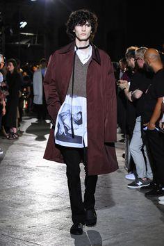 ラフ シモンズ(RAF SIMONS) 2017年春夏コレクション Gallery32 Runway Fashion, Mens Fashion, Raf Simons, Guys Be Like, Men's Collection, Get Dressed, Menswear, Couture, Men's Style