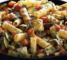 Paste cu vinete, dovlecei si rosii la cuptor Vegetable Recipes, Vegetarian Recipes, My Favorite Food, Favorite Recipes, Romanian Food, Romanian Recipes, What To Cook, Ratatouille, Pasta Salad