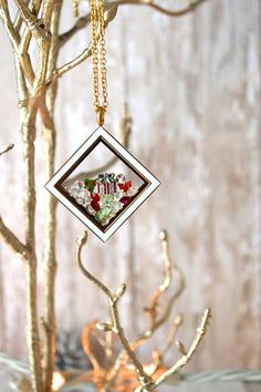 Christmas Themed South HIll Designs Locket, perfect for a personalized Christmas present! Order from me at southhilldesigns.com/tonyasimmons
