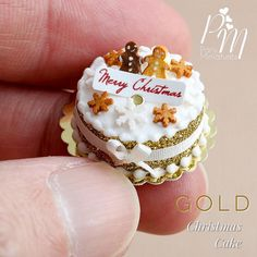 Miniature food artist making delicious-looking mini treats from polymer clay for you and your dolls. Mini Christmas Cakes, Miniature Christmas, Christmas Minis, Merry Christmas, Polymer Clay Cake, Polymer Clay Miniatures, Dollhouse Miniatures, Miniature Crafts, Miniature Food