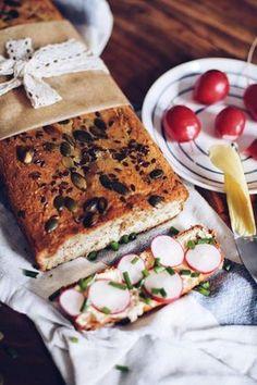 Co všem nejvíc chybí u cukrfree kromě cukru? Pečivo a těstoviny. Proto jsem pro vás připravila recept na celkem dobrou náhradu za chleba - keto bread! Tasty, Yummy Food, Keto Bread, Low Carb Keto, Love Food, Sandwiches, Gluten Free, Homemade, Meals