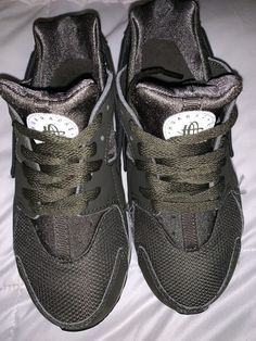 dd3960b1d4ea Boys Nike Huarache Size 13.5C Olive Green  fashion  clothing  shoes   accessories