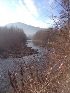 Nella valle scorre un fiume
