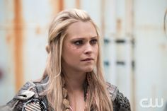 """The 100 -- """"Red Sky at Morning"""" -- ImageHU314a_0018 -- Pictured: Eliza Taylor as Clarke -- Credit: Diyah Pera/The CW -- © 2016 The CW Network, LLC. All Rights Reserved"""