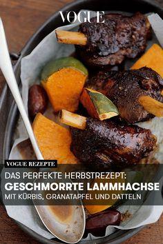 Dass Kürbis, Granatapfelkerne, Datteln und geschmorte Lammhachse perfekt zusammen passen, beweist das Herbstrezept auf Vogue.de. Tipp: Einen Tag früher zubereiten und einfach aufwärmen - dann schmeckt das Wohlfühl-Gericht sogar noch besser.  #herbstrezepte #lammhachse #kürbis #kürbisrezepte #granatapfel #soulfood #herzhaft #gesund #essen #healthy #simple #einfach #voguerezepte #voguegermany #vogue Pot Roast, Vogue, Beef, Ethnic Recipes, Food, Gourmet, Eat Healthy, Carne Asada, Meat