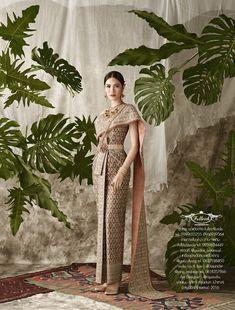 Traditional Thai Clothing, Traditional Fashion, Traditional Outfits, Laos Wedding, Khmer Wedding, Thai Wedding Dress, Thai Fashion, Oriental Dress, Thai Dress