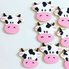 Saturday night is moo-vie night in our house! Who's been baking this weekend? Share your bakes using so we can see! Super cute moo cow cookies from Cow Birthday Parties, Cowgirl Birthday, Farm Birthday, Animal Birthday, Cow Birthday Cake, Birthday Sweets, Cow Baby Showers, Farm Cookies, Sugar Cookies