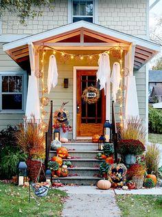 Halloween Porch Decorations, Halloween Home Decor, Holidays Halloween, Spooky Halloween, Halloween Decorating Ideas, School Door Decorations, Scary Decorations, Outdoor Decorations, Holiday Decor