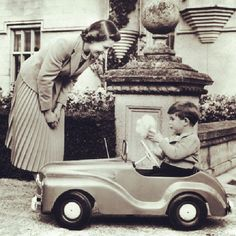 """@Blabla Car's photo: """"1952 - Prince Charles discovers his taste for beautiful cars! #ThrowBackThursday #vintage #cars #Queen #Prince"""""""