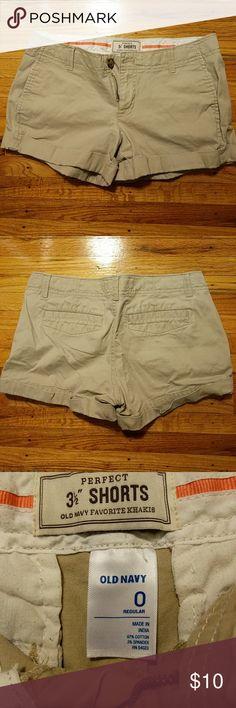 """Old Navy """"Favorite"""" khaki shorts Khaki Old Navy shorts Size 0 Worn once! Old Navy Shorts"""
