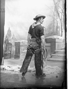 Captain Wise A. in skating costume / Le capitaine Wise A. déguisé, patins aux pieds. February 1889. William James Topley. Library and Archives Canada, PA-138397 via Flickr.