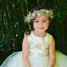 Sweet little flower girl and her flower crown from a wedding 1 year ago. Thanks for the picture Rustic Flowers, Love Flowers, Flowers In Hair, Fresh Flowers, Wedding Flowers, Wedding Dresses, Beach Pictures, Beach Pics, Country Style Wedding