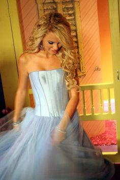 Such a gorgeous dress!!
