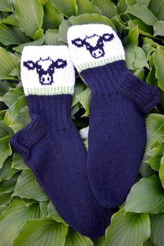 Cow Socks, Knitting Socks, Knit Socks, Leg Warmers, Mittens, Knit Crochet, Projects To Try, Gloves, Slippers
