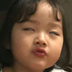 My daddy is dumb. I cant brain him Cute Baby Meme, Baby Memes, Cute Memes, Cute Asian Babies, Korean Babies, Meme Faces, Funny Faces, Photographie Indie, Angry Girl
