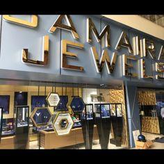 Jewellery Shop Design, Jewellery Showroom, Jewelry Shop, Jewelry Stores, Shop Interiors, Jewelry Packaging, Sliding Doors, Interior And Exterior, Counter