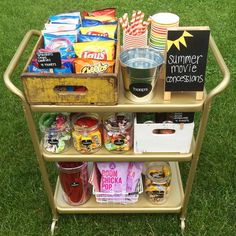 This easy and inexpensive snack… DIY Outdoor Summer Movie Night Concession Stand. This easy and inexpensive snack cart is the perfect addition to any movie night with friends and family! Backyard Movie Party, Outdoor Movie Party, Backyard Movie Nights, Outdoor Movie Nights, Backyard Parties, Camping Parties, Movie Night Snacks, Movie Night Party, Family Movie Night
