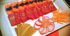 Fabulosa receta para Sashimi. Creo que a cualquiera que se precie de gustarle la cocina debe probar otras comidas que no sean las clásicas conocidas, como italiana o china, en éste caso de la comida japonesa, quizás sea una forma de iniciación a estos tipos de cocinas orientales, en éste caso sólo he tocado dos elementos, el salmón y el atún rojo, para quien no los haya probado es una tentación visual y una vez probados creo que ya no dejarán de comerlos, confío que así sea.