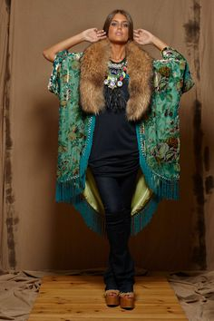 Kimono terciopelo devore verde Ethnic Fashion, Kimono Fashion, Boho Fashion, Fashion Outfits, Womens Fashion, Winter Kimono, Mode Kimono, Boho Look, Looks Cool
