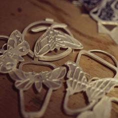 Emaliowana biżuteria - kolekcja barwnych motyli - Sztuk Kilka - Marta Norenberg Cookie Cutters, Place Cards, Place Card Holders, Wood