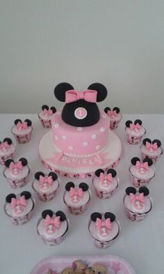 Torta Minie Bebe Minnie Mouse Party Decorations, Minnie Mouse Theme Party, Minnie Mouse Pink, Mini Mouse Birthday Cake, Mickey Birthday, Birthday Cake Girls, Bolo Minnie, Minnie Cake, Minni Mouse Cake